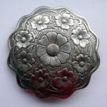 Пряжка на ремень с узором и цветами